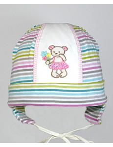 Шапочка для малышей в мелкую полоску с мишкой